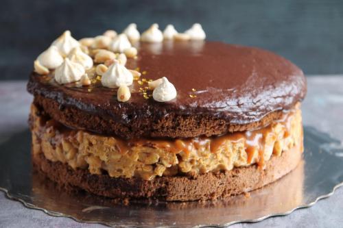 Торт Сникерс